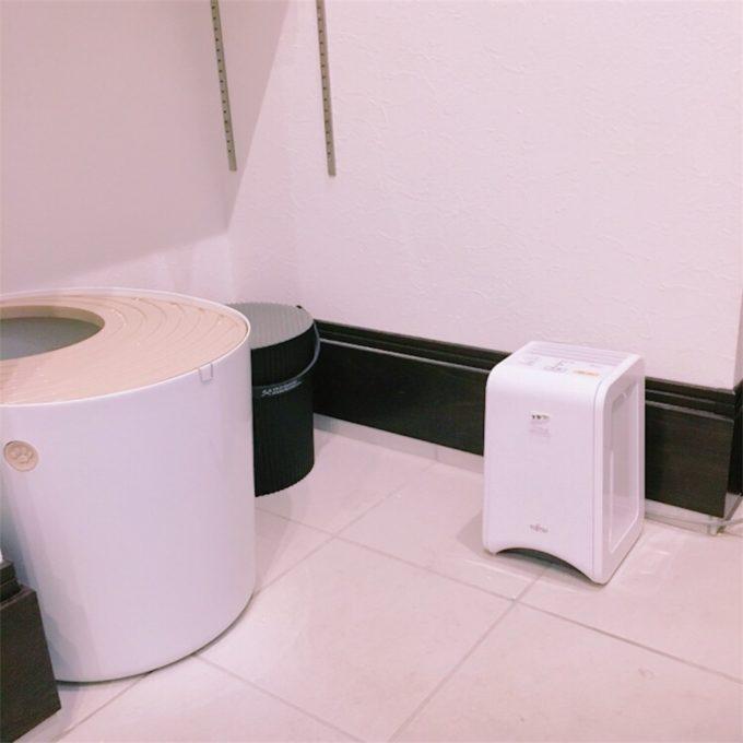 猫のトイレの横に置いたプラズィオン脱臭機